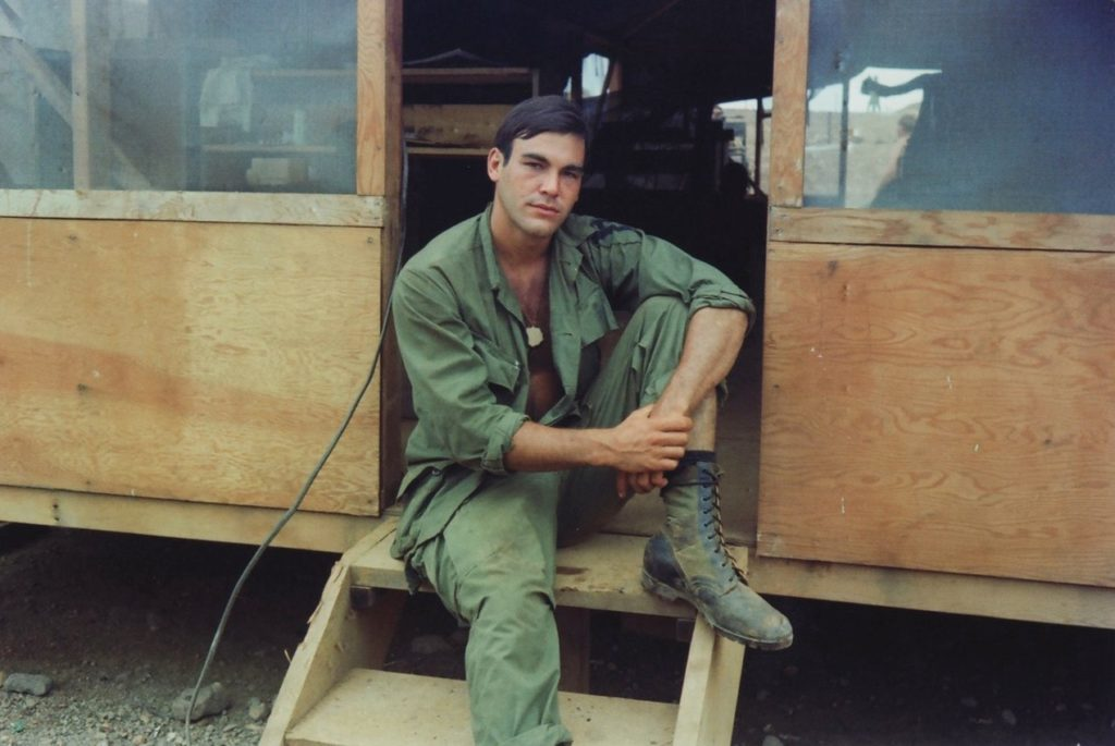 Oliver Stone au Vietnam en 1968 (crédits : OliverStone.com)
